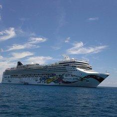 cruise on Norwegian Jewel to Caribbean - Bahamas