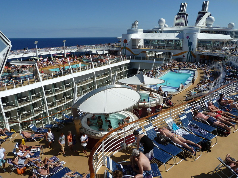 Picture Of Allure Pool Deck Allure Of The Seas