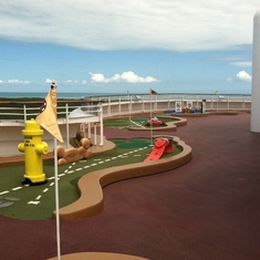 Miniature Golf, Disney Dream