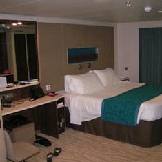 Bed & Mirror