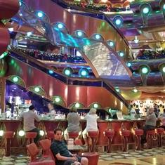 Lobby and lobby bar, BEAUTIFUL.