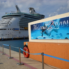 Cozumel sign w/ship in back