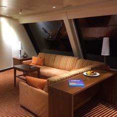 Captain's Suite, 9128