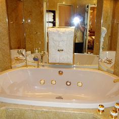 Hot Tub in Bathroom in Pinnacle Suite, Cabin 7001