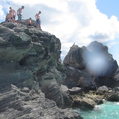 Cliff jumping at Horseshoe beach (Attempt at own risk)